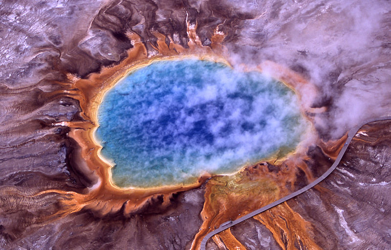800px-Grand_prismatic_spring[1]